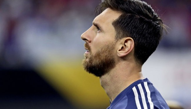 Lionel Messi Retires From National Team, Lionel Messi Cries After Defeat with Chile, Referee Heber Lopes was the real star of the Copa America final