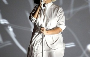 Singer Accidentally Shows Her Face : Sia's  Face Exposed, Mother Nature Revealed  SIA'S  Face