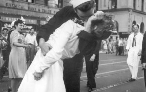 Woman in Iconic WWII Kissing Photo Dies at 92